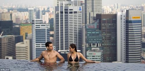 Marina-Bay-Pool-02