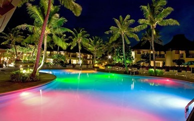 Diversas formas de iluminar nuestra piscina for Iluminacion led piscinas