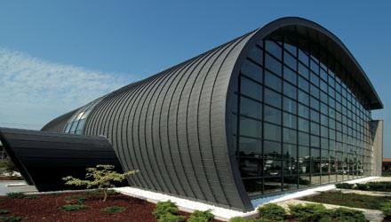 edificio en titanio