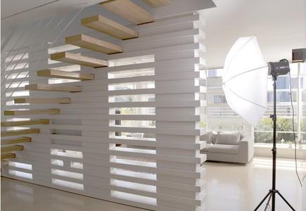 Escaleras minimalistas elegancia y modernidad para tu casa for Materiales para escaleras de interior