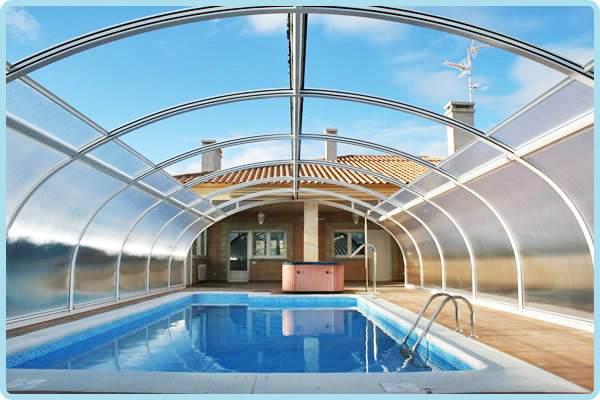 Tipos y ventajas del uso de cubiertas de piscinas for Estructura para piscina