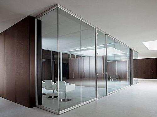 Beneficios de las mamparas de cristal para oficinas for Mamparas de vidrio para oficinas