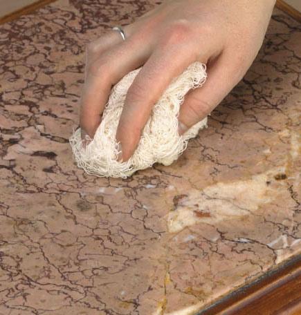 como eliminar manchas en el marmol