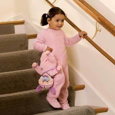 ninos en escaleras