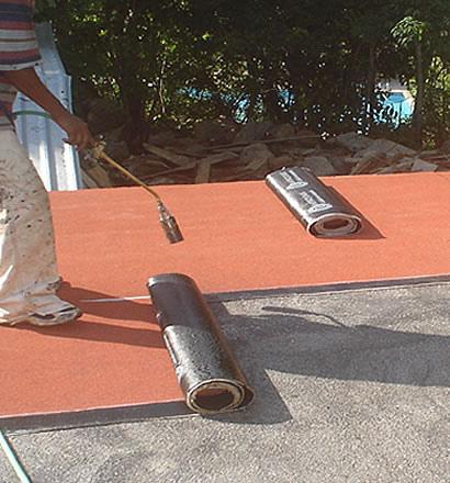 Tipos de telas asfalticas para impermeabilizacion for Tela asfaltica para tejados de madera