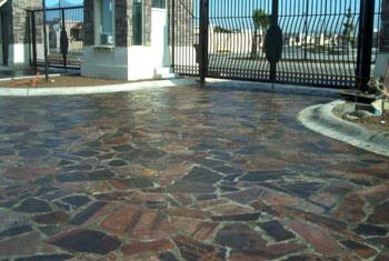 Tipos de pisos de piedra for Pisos ceramicos para garage