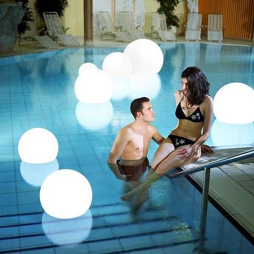 luces flotantes piscinas