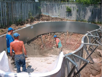 Ventajas de las piscinas de acero for Cuanto sale hacer una pileta de material