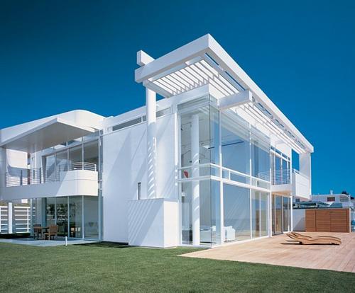 3-Modern-Beach-house-with-gorgeous-views-582x482
