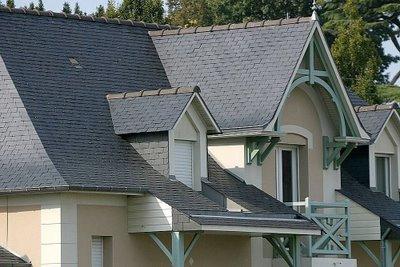 Tejas de Pizarra–proteje los techos de climas severos.