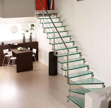 Dale a tu hogar una imagen moderna con escaleras de cristal