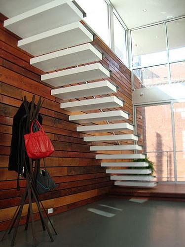 Las escaleras flotantes la mejor soluci n para for Construir escalera interior