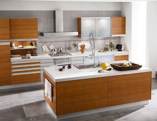 cocina-moderna-chapada-en-madera-con-isla