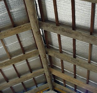 Manta termica de aluminio para techos for Mejor aislante termico