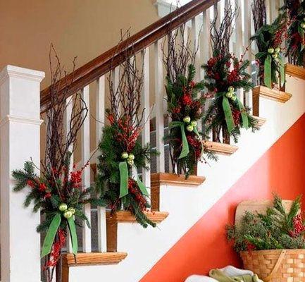 C mo decorar una escalera en navidad arquigrafico for Escaleras decorativas de interior