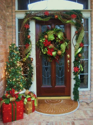 RMS-discountdesign_christmas-front-door-decor_s3x4_lg