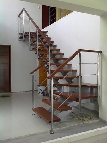 Como elegir el pasamanos correcto para tu escalera for Pasamanos para escaleras interiores