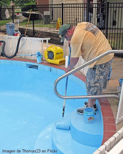 Tipos de revestimientos para piscinas arquigrafico for Piscina goma