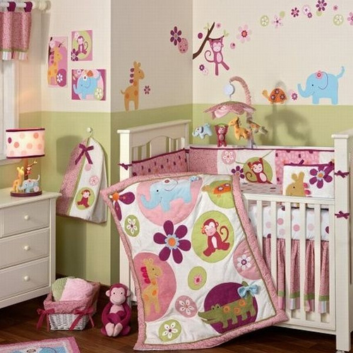 Flamboyant-and-fun-baby-bedding-with-wild-motif