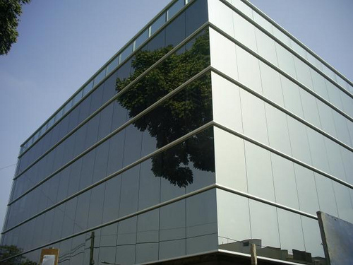 Muro cortina o Fachada ligera en una edificacion