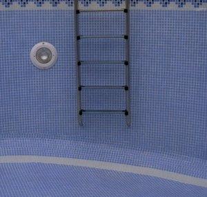 gresite cenefa piscina