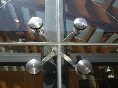 moderna-fachada-de-vidrio-estructural