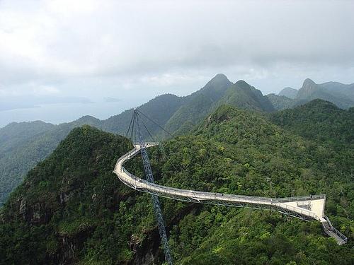 puente curvo skybridge