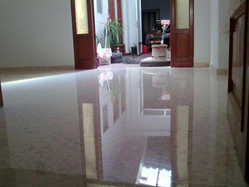 Como eliminar manchas en los pisos y paredes de marmol for Cera para pisos de marmol