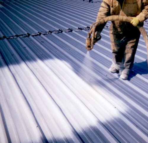 Revestimiento de espuma de poliuretano como aislante para techos