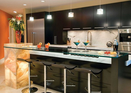 design-functional-kitchen-with-bar-and-contemporary-lighting