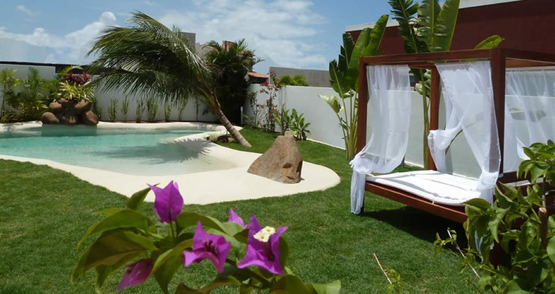 Construye una playa en tu casa con las piscinas de arena for Casas baratas con piscina